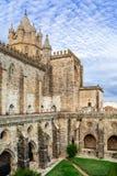 Kloster av den Evora domkyrkan, den största domkyrkan i Portugal Arkivbilder