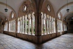 Kloster av den Franciscan kloster av munkarna som är mindre i Dubrovnik royaltyfria bilder