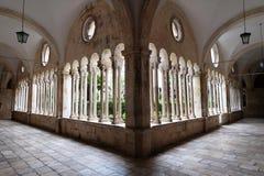 Kloster av den Franciscan kloster av munkarna som är mindre i Dubrovnik royaltyfri foto