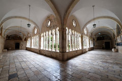 Kloster av den Franciscan kloster av munkarna som är mindre i Dubrovnik Arkivbild