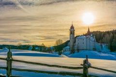 Kloster av Pietralba nära Monte San Pietro, Nova Ponente, södra Tyrol, Italien Den viktigaste fristaden av södra Tyrol Winte arkivbilder