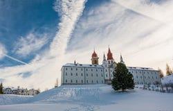 Kloster av Pietralba nära Monte San Pietro, Nova Ponente, södra Tyrol, Italien Den viktigaste fristaden av södra Tyrol Winte arkivfoto
