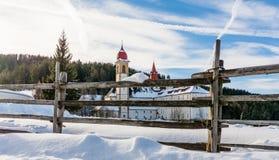 Kloster av Pietralba nära Monte San Pietro, Nova Ponente, södra Tyrol, Italien Den viktigaste fristaden av södra Tyrol Winte royaltyfri foto