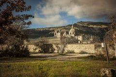 Kloster av San Lorenzo de El Escorial i Madrid, Spanien Höst Arkivfoton