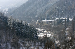 Kloster in Balkan-Bergen lizenzfreie stockfotografie
