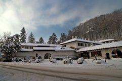 Kloster in Balkan-Bergen Stockbilder