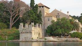 Kloster der Heiliger Maria auf Insel Mljet stock video