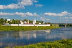 Kloster des Dormition errichtet auf die Wolga-Bank Stockfotos