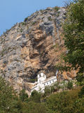 Kloster in einem Felsen Stockfotografie