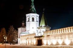 Kloster för helig Treenighet i skymning Tyumen Ryssland Arkivbild