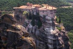 Kloster från Meteora-Grekland, härligt landskap med den högväxta rocen Royaltyfri Foto