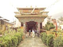 Kloster Gadhan Thekchhokling Gompa stockfotos