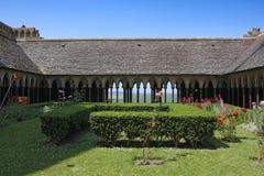 Kloster i abbotskloster av Mont Saint Michel Arkivbilder