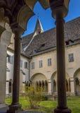 Kloster i den Franciscan kyrkan i Bolzano royaltyfria bilder