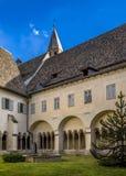 Kloster i den Franciscan kyrkan i Bolzano royaltyfri fotografi