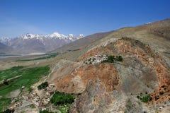 Kloster i den Padum staden i den Zanskar dalen (Indien) Arkivfoton
