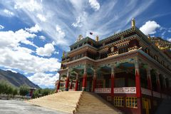 Kloster i - mellan berg arkivbilder