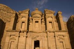 Kloster i Petra, Jordanien Royaltyfri Fotografi