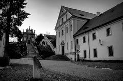Kloster i svartvitt royaltyfri foto
