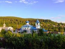 Kloster i taigaen, Sibirien, Ryssland royaltyfri foto
