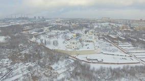 Kloster i vintern stock video