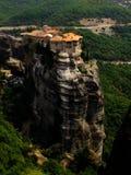 Kloster im Felsen lizenzfreie stockfotos