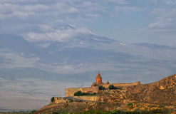 Kloster Khor Virap och lutningarna av Ararat Royaltyfri Bild