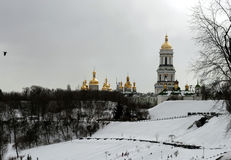 Kloster Kiews-Pechersk Lavra am Wintertag lizenzfreies stockfoto