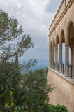 Kloster med valv och pelare. Fotografering för Bildbyråer