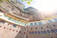 Kloster Mega- Spilio, Griechenland stockbilder