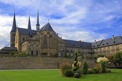 Kloster Michelsberg (Michaelsberg) domkyrka och trädgård i Bambu Fotografering för Bildbyråer