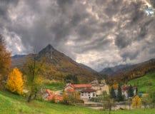 Kloster Mileseva, västra Serbien - höstbild Fotografering för Bildbyråer