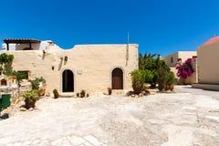 Kloster (munkkloster) i den Messara dalen på Kretaön i Grekland Royaltyfri Bild