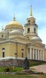 Kloster Nilov und Skulptur von ehrwürdigem Nil Tver-Bereich russ Lizenzfreie Stockfotos