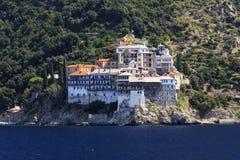 Kloster Osiou Grigoriou & x28; St Gregory & x29; på Mount Athos Royaltyfria Bilder