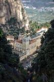 Kloster Santa Mariade-Montserrat Ansicht von den Bergen Stockfotografie