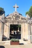 Kloster Santuari de Cura ingångsport på Puig de Randa, Majorca Royaltyfri Fotografi