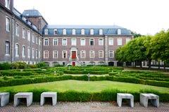 Kloster und Gärten Stockbilder