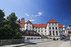 Kloster und Lech River in Fussen im Bayern, Deutschland Lizenzfreies Stockbild