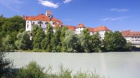 Kloster und Lech River in Fussen im Bayern, Deutschland Lizenzfreie Stockfotografie