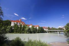 Kloster und Lech River in Fussen im Bayern, Deutschland Lizenzfreies Stockfoto