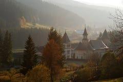 Kloster und Natur lizenzfreies stockbild