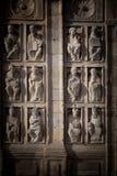 Klosterbroder för låg lättnad utanför domkyrkan av Santiago de Compostela royaltyfri foto