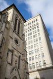 Klosterbroder- och affärsbyggnadssida - förbi - sida Arkivbilder