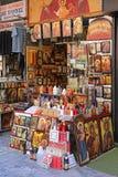 Klosterbrodern shoppar Aten royaltyfria bilder