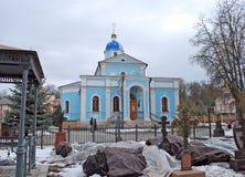 Klosterkyrkogården nära templet Optina Pustyn Kozelsk Ryssland Arkivbild