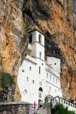 klostermontenegro ostrog arkivbild