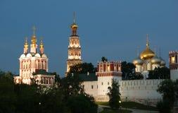 klostermoscow natt novodevichy russia Royaltyfri Foto