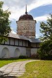 Klostertorn och vägg Royaltyfria Bilder