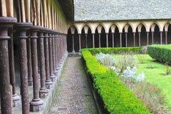 Klosterträdgården i abbotskloster av Mont Saint Michel. Fotografering för Bildbyråer